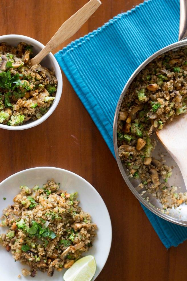 Nesta receita a quinoa se combina com o sabor defumado da páprica e a crocância das castanhas em um resultado que agrada todos os sentidos.