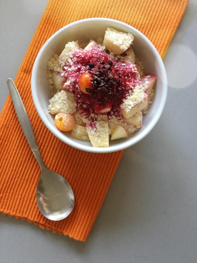 frutas com calda de framboesa