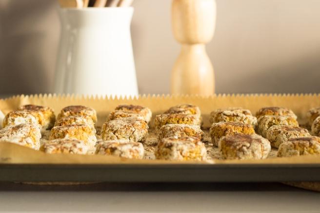 bolinhos de grão de bico e lentilha com chutney de abacaxi-6